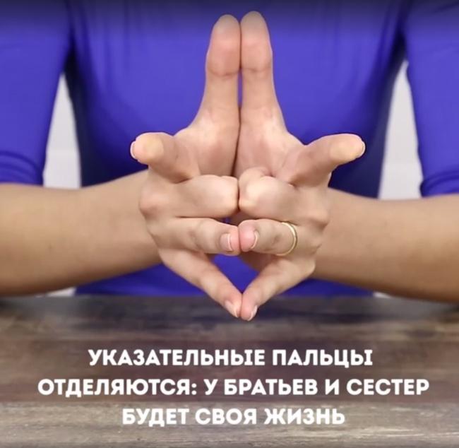 Почему носят кольцо на безымянном пальце правой руки